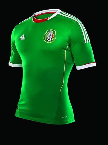 8c7a980c6aff5 La nueva camiseta oficial del uniforme de la Selección mexicana 2011 ...