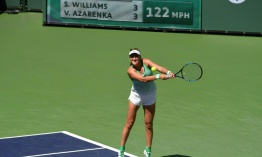 Azarenka derrota a Serena Williams y se titula en Indian Wells